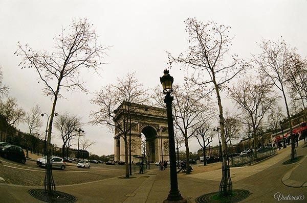 Arc de triomphe. Paris