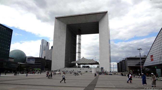 La Grande Arche de la Défense. Paris